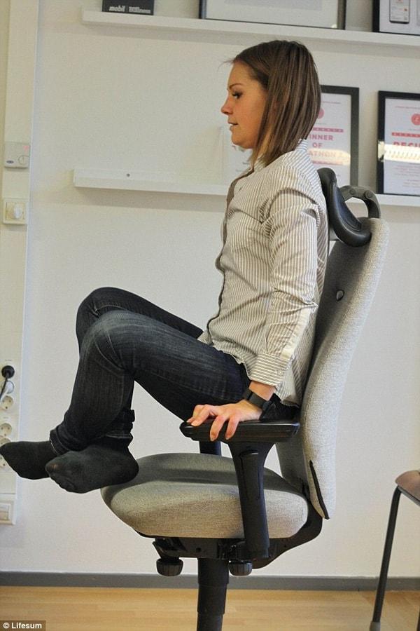 Bài tập nâng người khỏi ghế