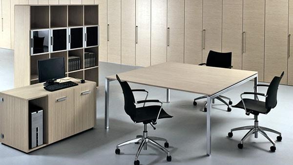 Chọn mua bàn văn phòng theo kích thước, kiểu dáng