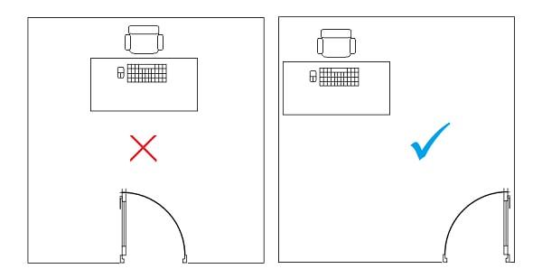 Không nên kê sát bàn đối diện với cửa sổ