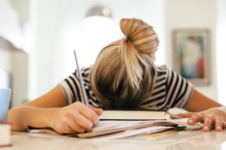 Người bị stress thường bị suy giảm trầm trọng về sức khỏe và tinh thần